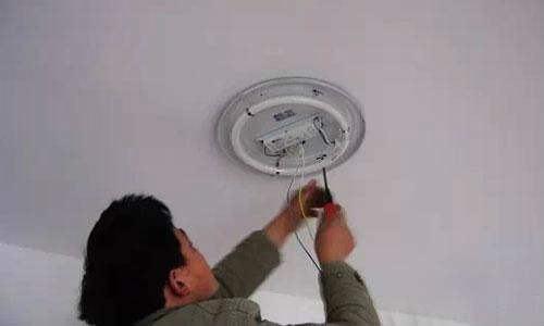 不打孔安装吸顶灯方法